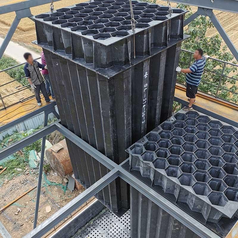 磚廠濕電陽極管吊裝