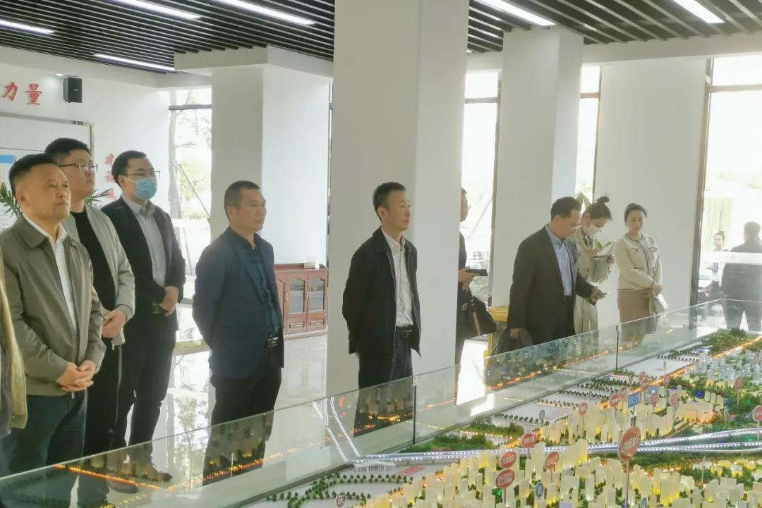 集團副總經理鄧文清率團赴四川省內江市東興區考察對接項目合作