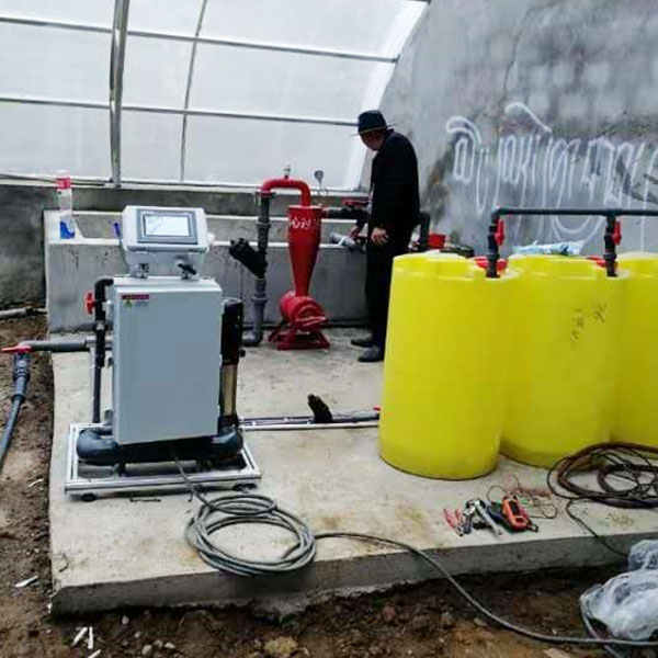 西藏日喀則日光溫室水肥一體化