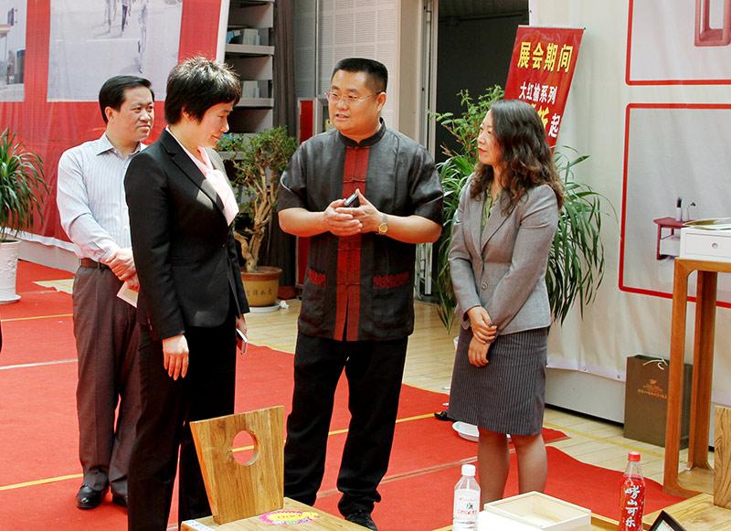 2013年5月,首届家具博览会开幕