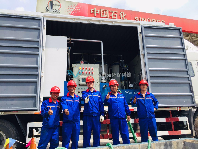 2019年6月,萬博克團隊正在清洗云南中石化加油站埋地油罐