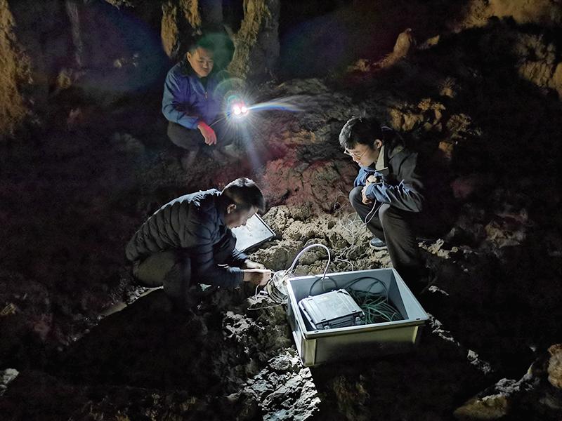 安裝地下水聯通試驗檢測儀器