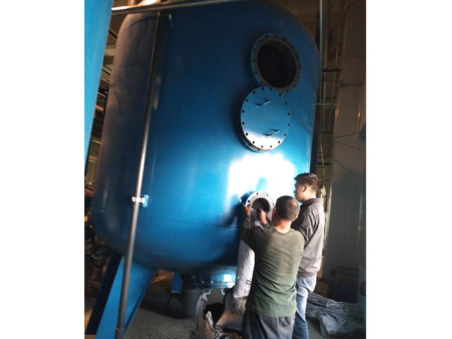 水廠活性炭過濾罐椰殼活性炭更換現場2
