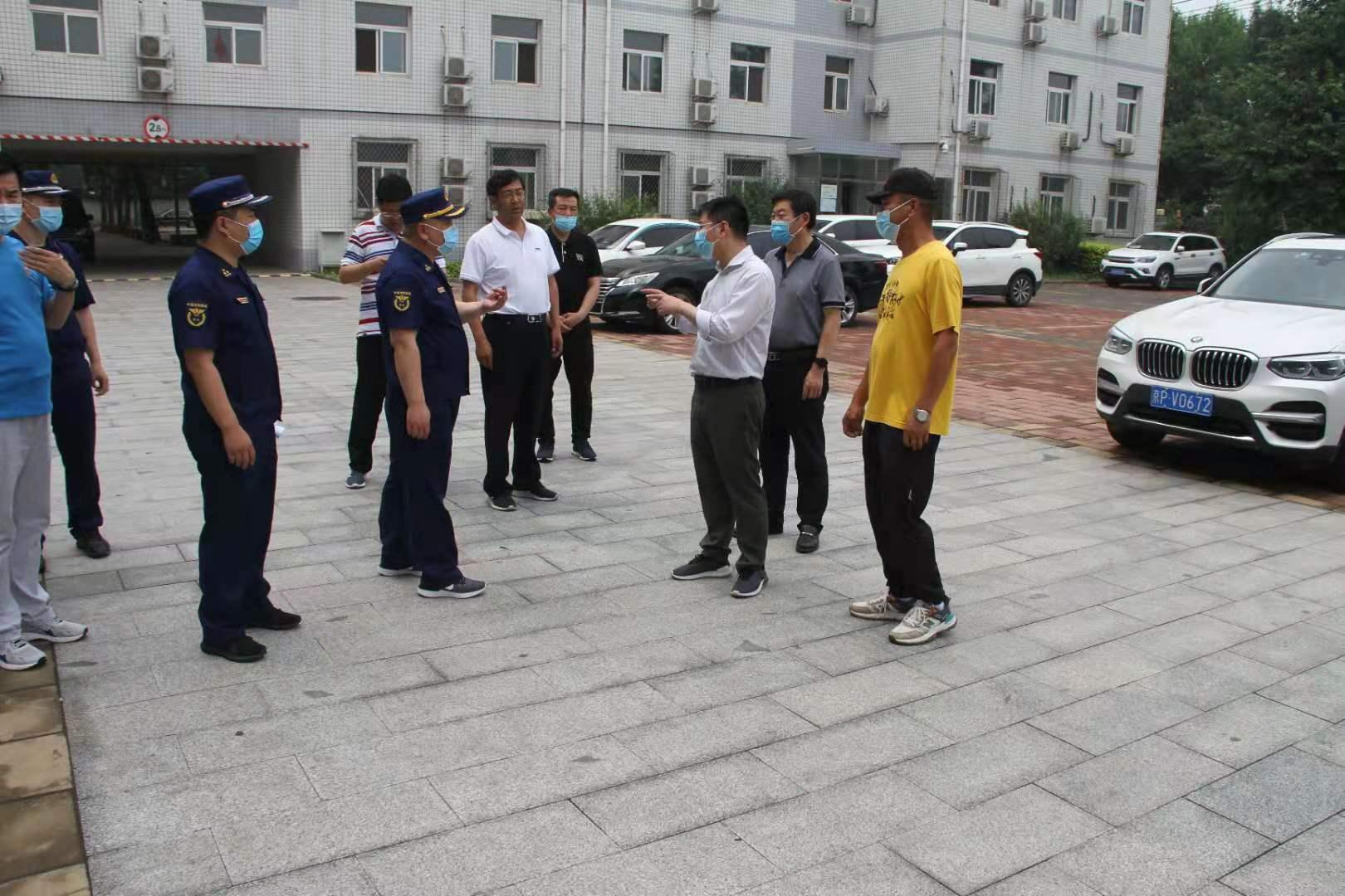 北京市房山区委常委、常务副区长吕晨飞带领房山消防救援支队领导一行对我校消防安全工作进行全面检查指导
