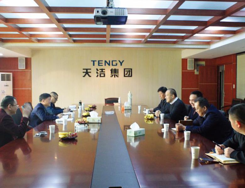 2018年11月,紹興市人大常委會副主任徐挺富走訪天潔