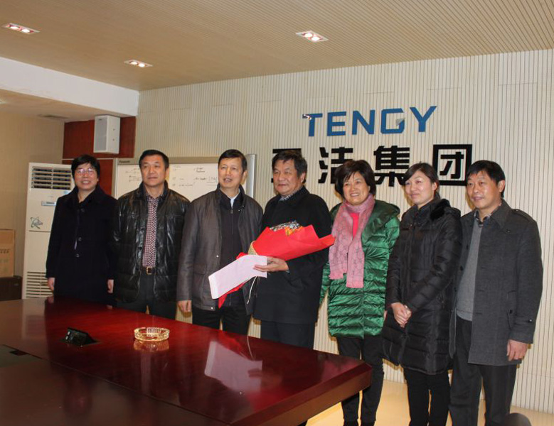 2014年1月,時任浙江省政協副主席湯黎路在天潔走訪慰問