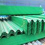 波形梁钢护栏中日常很常见的,但是却是不可缺少的。