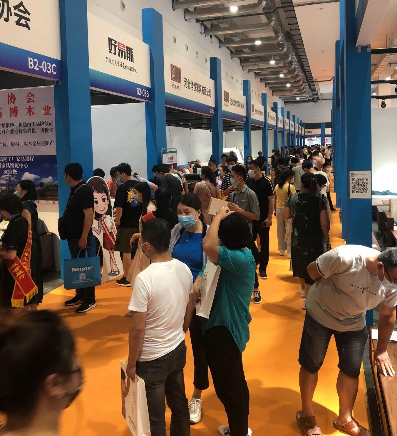 2020年7月6号山东高博木业参加青岛国际家具展