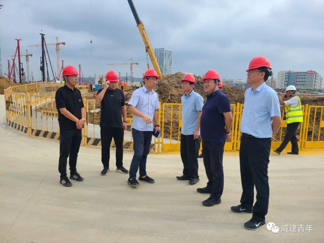 威海高區建設局局長于維峰、高新控股董事長蘭濤一行領導蒞臨惠普打印機項目指導工作