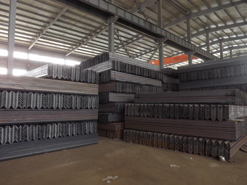 浸塑护栏板厂家:护栏板喷塑与浸塑的区别