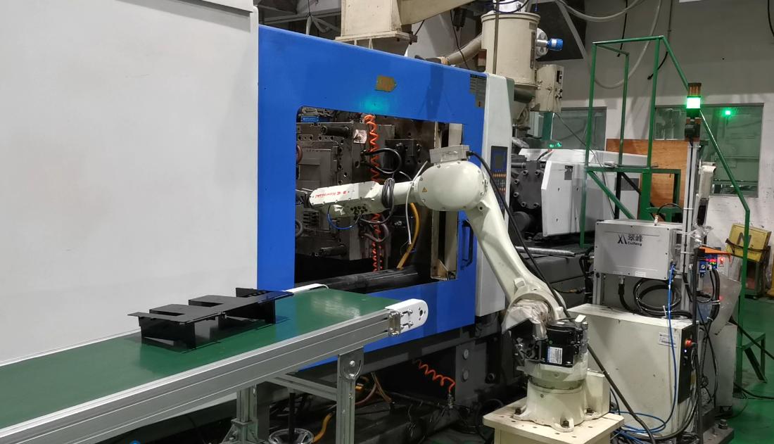 取料机器人:川崎RS010N+海天注塑机
