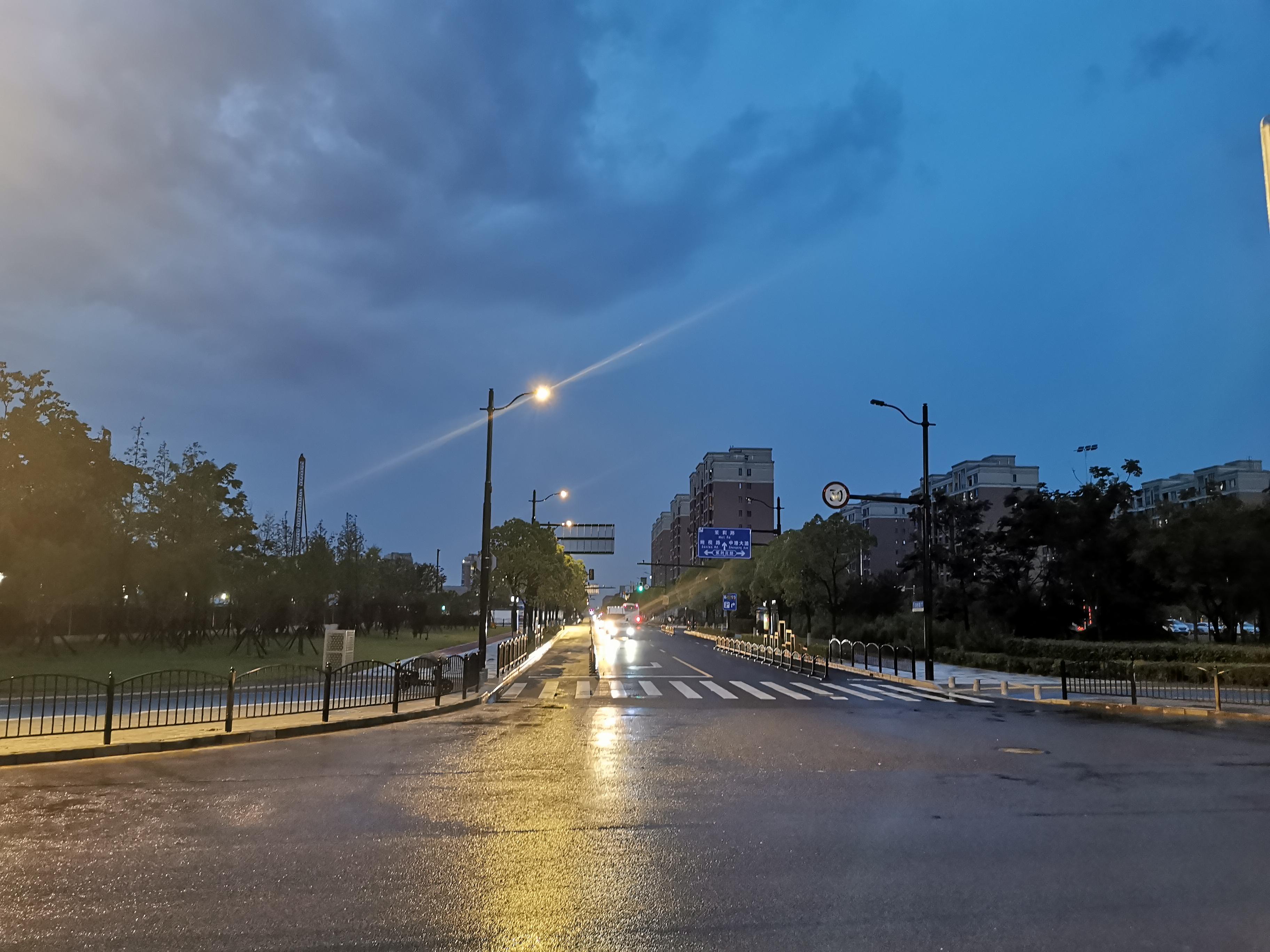 上海临港科技城智慧合杆