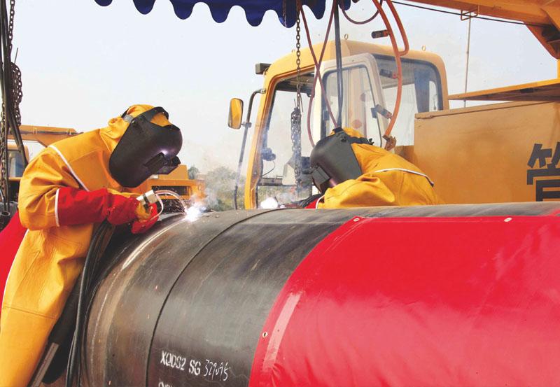 中石油燃氣公司咸寧分公司咸寧輸氣支線管道工程野外管道施工現場